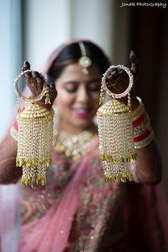 The Westin Kolkata is a perfect venue for royal weddings! Bridal Bangles, Wedding Jewelry, Diy Jewelry, Gold Jewelry, Bridal Chuda, Bride Photography, Photography Ideas, Wedding Venue Inspiration, Indian Bridal