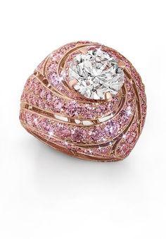 Graff Diamonds Swirl ring featuring a 4.18ct brilliant round diamond above a rising crescendo of rare pink pavé diamonds.