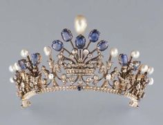 Tiara of the Countess of Flanders - Around Gold, silver, diamonds, pearls Love this ring! Pearl, Sapphire and Diamond Tiara Crown. Royal Crowns, Royal Tiaras, Tiaras And Crowns, Crown Royal, Antique Jewelry, Vintage Jewelry, Vintage Pearls, British Crown Jewels, Diamond Tiara