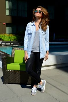 Casual outfit in chambray, leather leggings and Brooks Vanguard sneakers.