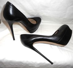 Choosing Right Shoes Extreme High Heels, Platform High Heels, Black High Heels, High Heel Pumps, Pumps Heels, Valentino Garavani, Valentino Shoes, Stilettos, Stiletto Pumps
