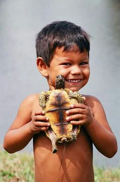 turtle and child. Precious Children, Beautiful Children, Beautiful Babies, Beautiful People, Kids Around The World, We Are The World, People Around The World, Cute Kids, Cute Babies