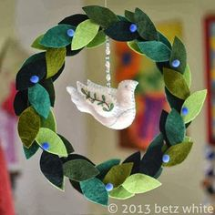 Felt Peace Wreath Tutorial Lovely felt Wreath for Christmas! Felt Peace Wreath Tutorial Lovely felt Wreath for Christmas! Felt Christmas Ornaments, Noel Christmas, Christmas Wreaths, Christmas Decorations, Winter Wreaths, Spring Wreaths, Felt Crafts, Holiday Crafts, Holiday Fun