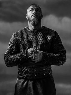 """Travis Fimmel as Ragnar Lothbrok in Vikings. """"I never knew what a martyr was. The Vikings, Vikings Tv Show, Vikings Game, Vikings Season, Vikings Tv Series, Ragnar Lothbrok Vikings, Ragnar Lothbrook, Roi Ragnar, Vikings Travis Fimmel"""
