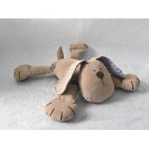 Perro de tela Luis té con leche. Encuéntralo en www.conejodetrapo.cl. Plush Animals, Teddy Bear, Sewing, Baby, Ideas, Fabric Dolls, Handmade Toys, Fabric Animals, Rabbits