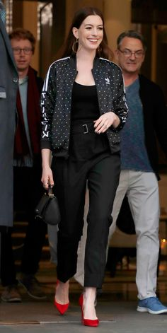 Anne Hathaway put a sporty twist on black trousers and red pumps with an Adidas jacket. Source by jacket outfit Estilo Da Anne Hathaway, Anne Hathaway Style, Moda Outfits, Sporty Outfits, Office Outfits, Office Attire, Chic Outfits, Adidas Jacket Outfit, Celebrity Outfits