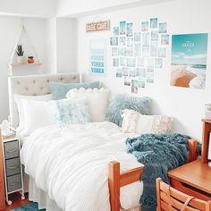 College Bedroom Decor, Cool Dorm Rooms, College Room, Teen Bedroom Organization, Preppy Dorm Room, Dorm Room Designs, Room Design Bedroom, Room Ideas Bedroom, Bedroom Inspo