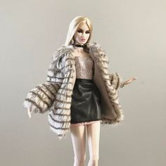 WEBSTA @ thedollsnaps - She owns EVERYTHING!!..#fashion #fashiondoll #fashionroyalty #fashionroyaltydoll #fashionroyaltydolls #nuface #nufacedolls #erins #ootd #selfie #blonde #doll