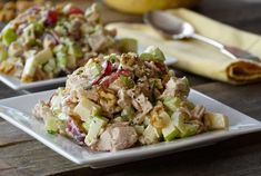 This classic CHICKEN WALDORF SALAD is all about the interesting combination of fruit, vegetable, nuts and chicken tossed in a tangy dressing. Bean Salad Recipes, Cucumber Recipes, Chicken Salad Recipes, Healthy Salad Recipes, Healthy Drinks, Healthy Eats, Delicious Recipes, Waldorf Chicken Salad, Greek Chicken Salad