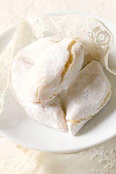 Ricciarelli di Siena. Biscuits moelleux aux amandes,  blancs d'oeufs et citron / orange.