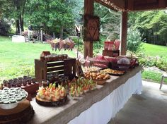 Are you planning an outdoor wedding shower? If so, perhaps the following pictures will help you. These are all real wedding showers that brides have enjoyed outdoors, along with their beautiful décor and various elements.