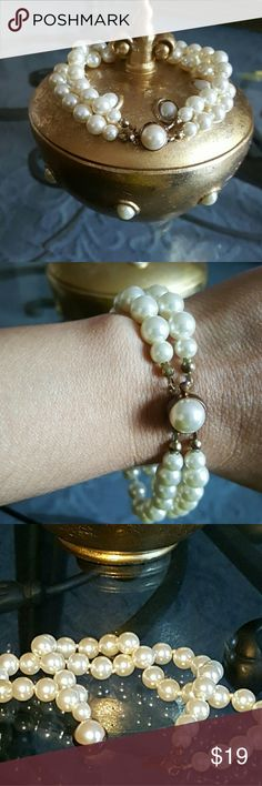 Elegant Pearls bracelet Beatiful Vintage  I'm not sure if this is authentic but I still in great condition not scratch  color bronze Jewelry Bracelets