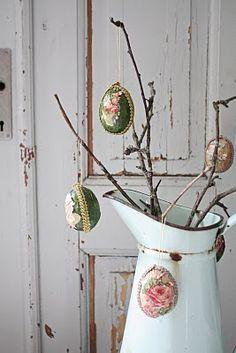 Antique Pitcher with branches and vintage easter eggs Kitsch, Easter Egg Crafts, Easter Stuff, Easter Decor, Easter Eggs, Easter Parade, Easter Holidays, Egg Decorating, Vintage Easter