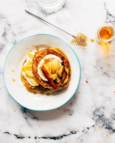 Easy Semolina Pancakes with Greek Yogurt and Peanut Butter on Bachelor Recipe. Have you ever try pancake with peanut butter? No then make this homemade pancake. Weight Loss Tea, Healthy Weight Loss, Lose Weight, Free Breakfast, Breakfast Recipes, Breakfast Ideas, Pancake Breakfast, Breakfast Bars, Perfect Breakfast