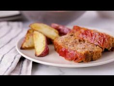 Classic meatloaf made delicious using Progresso™ bread crumbs -- a scrumptious dinner. Homemade Meatloaf, Best Meatloaf, Meatloaf Recipes, Beef Recipes, Healthy Recipe Videos, Heart Healthy Recipes, Hamburger Dishes, Beef Dishes, Tastee Recipe
