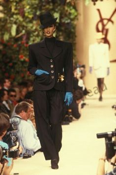 Iran Bowie en Juillet 1988. Haute couture hiver 1988/89. Photo Guy Marineau
