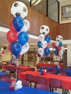 Soccer Themed Balloon Centerpiece Balloon Centerpiece with Soccer Bubble Balloons Banquet Centerpieces, Banquet Decorations, Balloon Centerpieces, Balloon Decorations, Balloon Arrangements, Barcelona Soccer Party, Soccer Banquet, Soccer Ball, Football Balloons