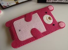 Bunny iPhone / iTouch Case Felt Phone Cases, Felt Case, Felt Crafts, Diy And Crafts, Arts And Crafts, Crafts To Sell, Pochette Portable, Animal Bag, Felt Material