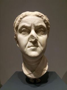 Ritratto di donna, circa 150 d. C. Roma, Museo Nazionale Romano