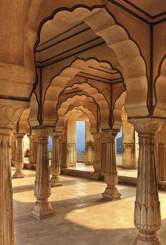 Fotografía Columned hall of Amber fort, Jaipur, India por Lena Serditova en 500px