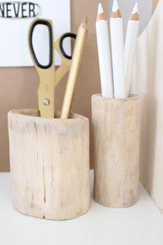 pots à crayons....bois très massif!