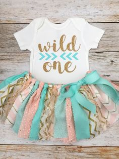 Peach/Pink, Mint and Gold Wild One Birthday Outfit with Headband, Baby Girl Wild One First Birthday Outfit, Peach Mint Gold Fabric Tutu Pfirsich / Pink Mint und Gold Wild One Birthday Outfit mit 1st Birthday Party For Girls, Girl Birthday Themes, First Birthday Outfits, First Birthday Cakes, Baby Birthday, Birthday Ideas, Turtle Birthday, Turtle Party, Wild Ones