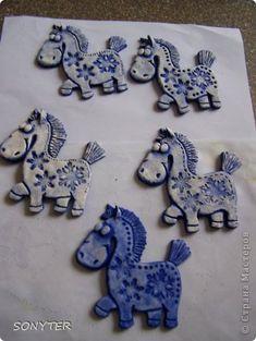 Поделка изделие День рождения Новый год Лепка А пони тоже кони  И снова сова  Гуашь Тесто соленое фото 26