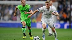 MADRID, SPAIN - SEPTEMBER 14:   Toni Kroos of Real Madrid is chased by  Adrien Silva of Sporting Clube de Portugal during the UEFA Champions League Group F match between Real Madrid CF and Sporting Clube de Portugal at estadio Santiago Bernabeu on September 14, 2016 in Madrid, .  (Photo by Denis Doyle/Getty Images)