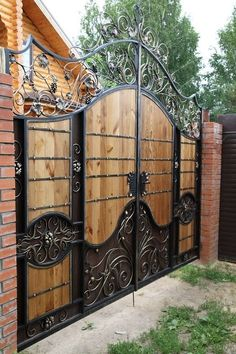 The best gate design ideas that you can copy right now in your home 50 Steel Gate Design, Front Gate Design, Main Gate Design, House Gate Design, Door Gate Design, Fence Design, Wrought Iron Driveway Gates, Metal Gates, Wooden Gates