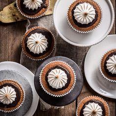 Knaller! Kürbis-Ingwer-Cupcakes mit Schokoladenguss & geschmorter Haube. Kleine Teller von räder   KLITZEKLEIN