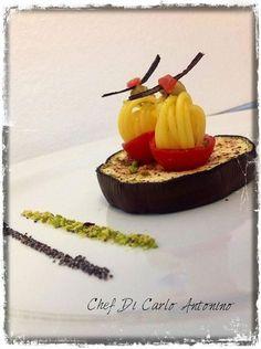 Coppia di anelli di spaghetto allo zafferano e pistacchi in coppe di ciliegino e melanzane - ricetta inserita da Antonino Di Carlo