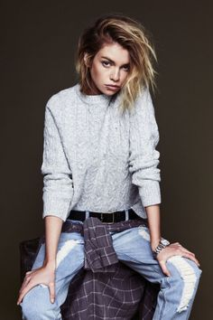 fashion sweater jeans style street style Model belt streetwear plaid shirt street fashion flannel femme fashion model androgynous tomboy lip piercing style blog tomboy style Stella Maxwell tomboy fashion denim jeans andro style Dapper Tomboy