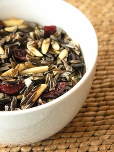 Wild Rice, Cranberry & Almond Salad with a hint of Orange Vegan Quesadilla, Wild Rice Recipes, My Recipes, Favorite Recipes, Healthy Recipes, Texas Chili, American Food, Native American, American Recipes