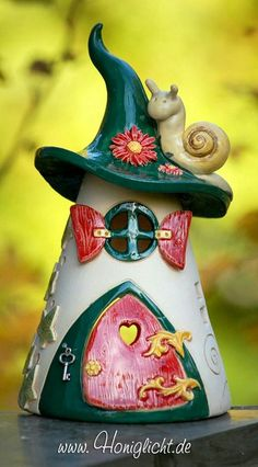 do pottery - Garden Art Sculptures Ceramics Projects, Clay Projects, Clay Crafts, Diy And Crafts, Arts And Crafts, Pottery Houses, Slab Pottery, Ceramic Pottery, Pottery Art