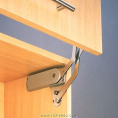 Lift System for Retractable Door-3
