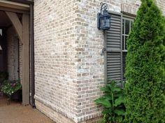 Cherokee Brick & Tile's Old Orleans M/S with Desert Buff mortar corner--white wash brick exterior White Wash Brick Exterior, Modern Exterior, Exterior Design, Exterior Homes, Colonial Exterior, Exterior Signage, Craftsman Exterior, Craftsman Kitchen, Craftsman Bungalows