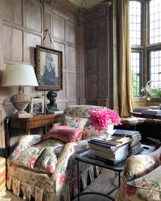 English manor interior with chaise lounge English Interior, English Country Decor, French Country, Ivy House, Country Style Homes, Country Houses, Country Life, Rustic Style, Traditional Interior