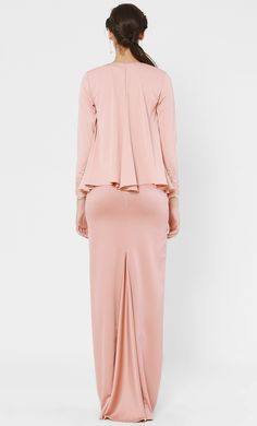 Dahlia Kurung Set in Dusty Pink Wedding Dress Bustle, Hijab Dress Party, Kebaya Dress, Fashion 101, Fashion Hacks, Fashion Ideas, Batik Fashion, Muslim Fashion, Traditional Outfits