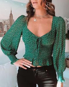 This short blouse features lantern sleeve and tied detail. This green ruffled blouse is for date, casual life and other occasion. Blouse Styles, Blouse Designs, Trend Fashion, Womens Fashion, Style Fashion, Casual Outfits, Cute Outfits, Vetement Fashion, Blouse Online