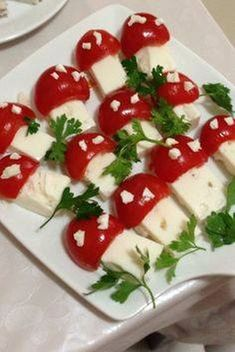 Half a bunch of white cheese that I sliced ​​in a rectangular shape .- Dikdörtgen şeklinde dilimlediğim beyaz peynirlere yarım salkım domatesin i … I rectangular sliced ​​feta cheese into half a bunch of tomatoes … – I slices # Press - Cute Food, Good Food, Yummy Food, Healthy Snacks, Healthy Recipes, Food Garnishes, Garnishing, Veggie Tray, Food Platters