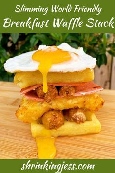 This is the ideal weekend breakfast, perfect if you're hung over or just in need of some carbs! This Slimming World breakfast is sure to satisfy those cravings. Check out my blog for loads more Slimming World recipes. Vegetarian Breakfast, Vegetarian Dinners, Breakfast Recipes, Perfect Fried Egg, Quorn Recipes, Sausages In The Oven, Slimming World Breakfast, Breakfast Waffles