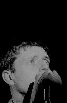 ian curtis joy division Joy Division, Jack Kilmer, Shirley Manson, Ian Curtis, Unknown Pleasures, Take Me To Church, Music Mood, Post Punk, Music Bands