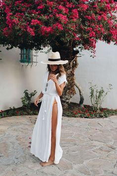 Cool 12 Cozy Women's Vacation Outfits Ideas for Your Summer Women's Vacation Outfits is one of the mandatory things that must be prepared. In addition to the plans that you want to do while on vacation, outfits. Tropical Vacation Outfits, Cute Vacation Outfits, Hawaii Outfits, Honeymoon Outfits, Mexico Vacation Outfits, Cancun Outfits, Beach Holiday Outfits, Jamaica Outfits, Vacation Style
