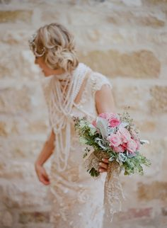 Vera Wang Dress + pearls and that bouquet...wow just wow. (photo by Elizabeth Messina) #wedding #bride
