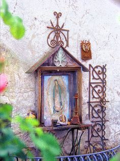 A shrine in the home garden is beautiful no matter your faith. The shrine makes a focal point that's unique to your own sense of the sacred. In Catholic countries these cultural icons are a staple of even the most modest home. Catholic Art, Religious Art, Marian Garden, Sacred Garden, Prayer Garden, Home Altar, Blessed Mother, Kirchen, Our Lady