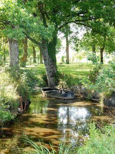 La pierre fendue, Grande Brière beautiful parc y rivers **+ Beautiful World, Beautiful Gardens, Beautiful Places, Natural Pond, Jolie Photo, Water Garden, Dream Garden, Amazing Nature, Water Features