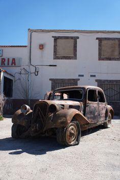 A pesar de su mal estado, este Citroën Traction de 1934 merece ser restaurado por su antigüedad