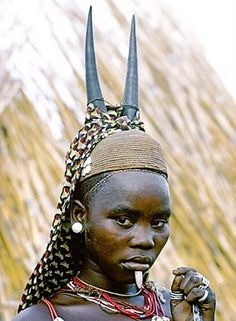 Somba initiate with antelope horns on her straw-woven cap and a white stone jutting down from a hole under her lower lip. Atakora Mountains near Boukombe, Benin by Victor Englebert Out Of Africa, West Africa, We Are The World, People Around The World, Antelope Horns, Art Premier, Tribal People, African Tribes, World Photography
