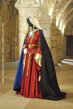 Bliaud, milieu XIIe siècle.