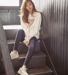 #다이어트 #다이어트자극 #자극사진 #다이어트자극사진 #수지 #청바지 #diet #dieter #dietgram 수지 넘나 여신님 청바지핏 완전 사랑입니다 Korean Fashion Minimal, Korean Fashion Winter, Korean Street Fashion, Korean Fashion Kpop Inspired Outfits, Korean Fashion Dress, Fashion Dresses, Diets For Women, Dress With Sneakers, White Outfits